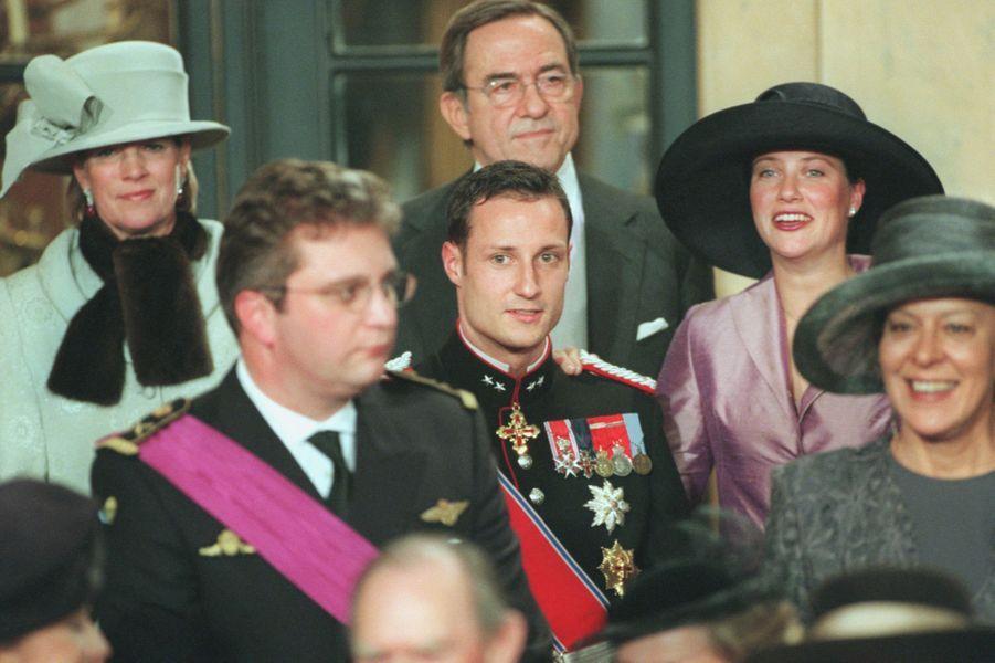 Le prince Laurent de Belgique, le prince Haakon et la princesse Märtha Louise de Norvège, à Bruxelles le 4 décembre 1999