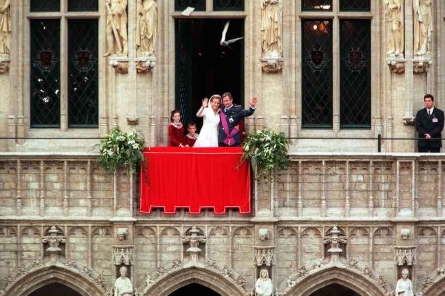 Mathilde d'Udekem d'Acoz et le prince Philippe de Belgique, à Bruxelles le 4 décembre 1999, jour de leur mariage