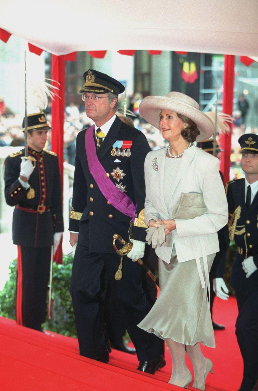La reine Silvia et le roi Carl XVI Gustaf de Suède, à Bruxelles le 4 décembre 1999