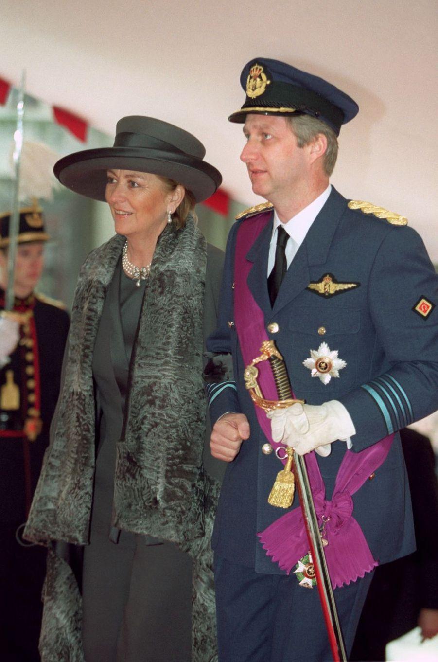 Le prince Philippe de Belgique et sa mère la reine des Belges Paola, à Bruxelles le 4 décembre 1999