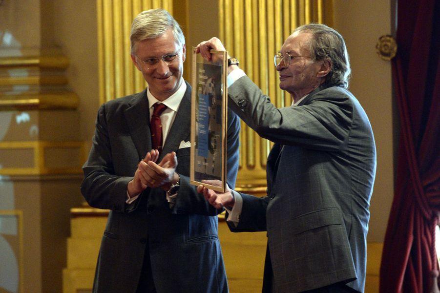 Le roi Philippe de Belgique avec Remco Campert à Bruxelles, le 8 octobre 2015