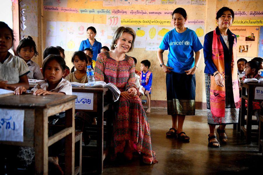 La reine Mathilde de Belgique dans une école au Laos, le 22 février 2017