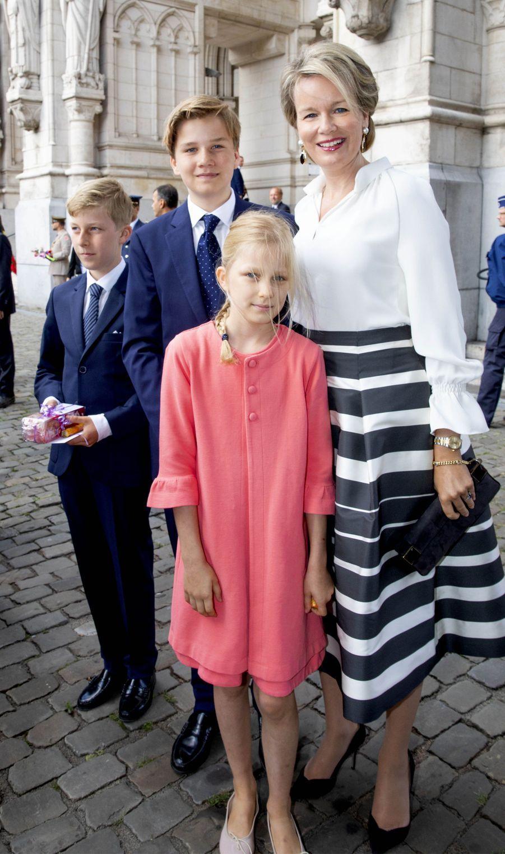 La reine Mathilde de Belgique avec la princesse Eléonore et les princes Emmanuel et Gabriel à Laeken, le 8 septembre 2018