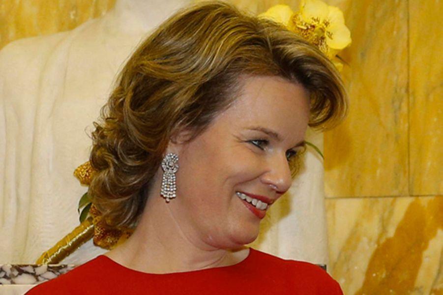 Détail des boucles d'oreille de la reine Mathilde de Belgique à Bruxelles, le 3 juin 2017