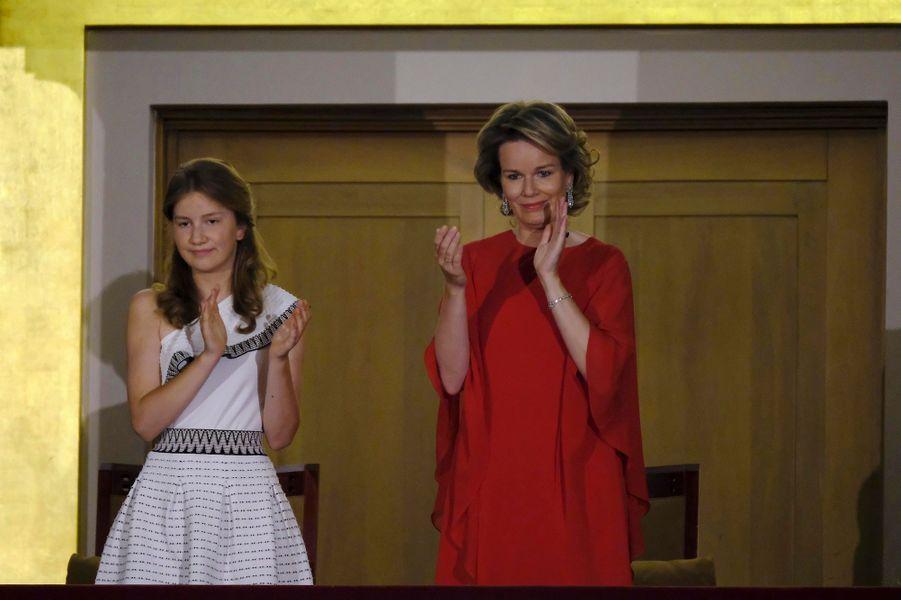 La princesse Elisabeth de Belgique et la reine des Belges Mathilde à la finale du Concours reine Elisabeth à Bruxelles, le 3 juin 2017