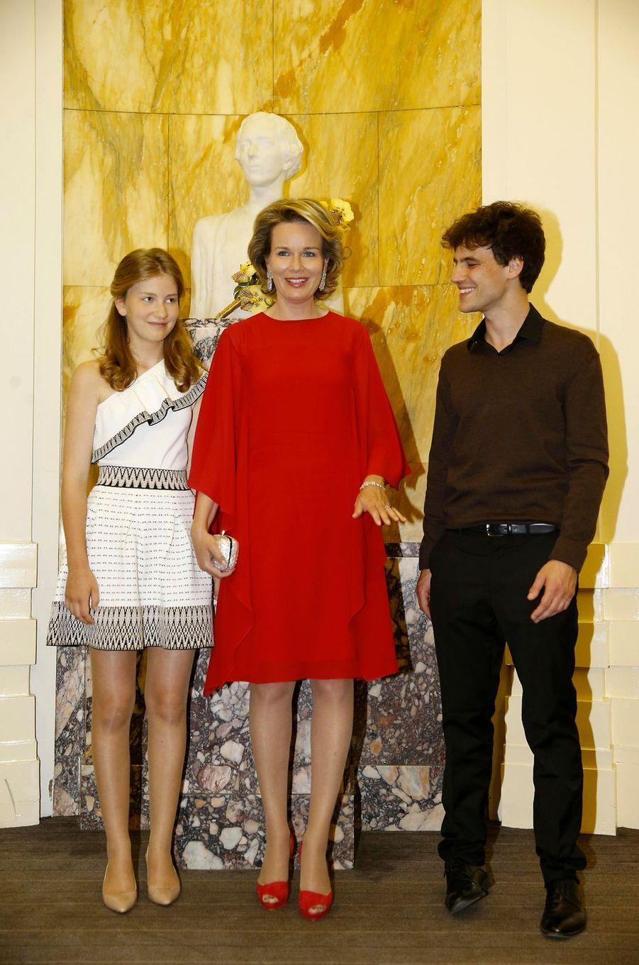 La princesse Elisabeth et la reine Mathilde de Belgique avec Victor Julien-Laferrière à Bruxelles, le 3 juin 2017