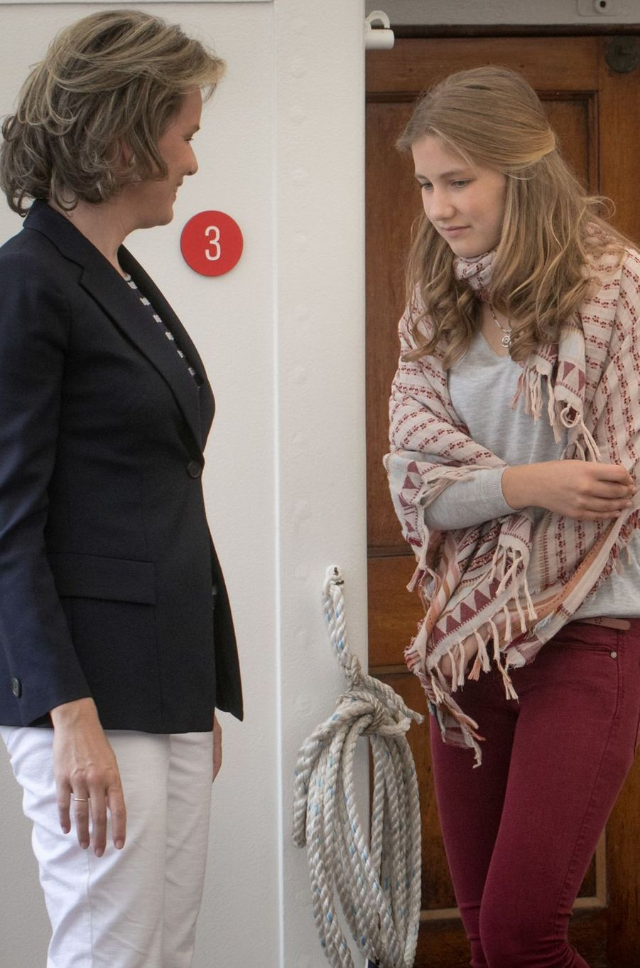 La reine Mathilde de Belgique et la princesse Elisabeth à Ostende, le 1er juillet 2017