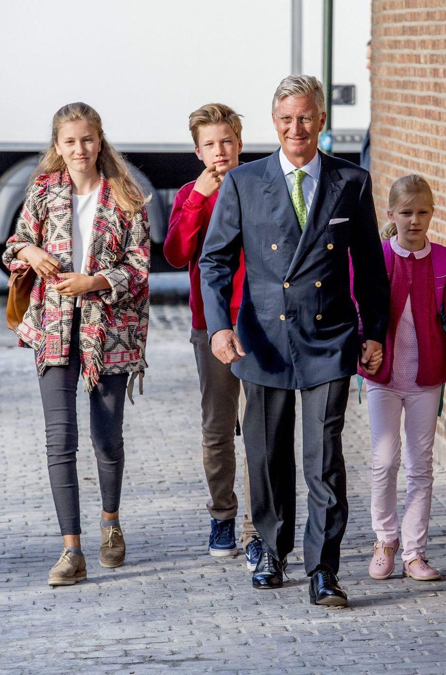 Le roi des Belges Philippe, les princesses Elisabeth et Eléonore et le prince Gabriel à Bruxelles, le 1er septembre 2017