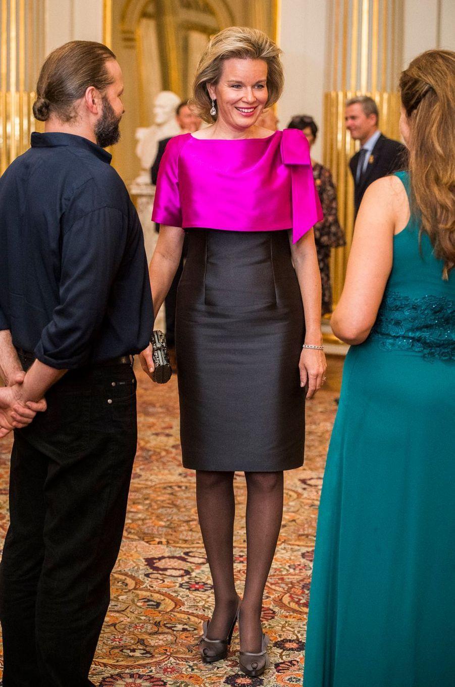 La reine Mathilde de Belgique avec les musiciens du concert d'automne à Bruxelles, le 19 octobre 2016
