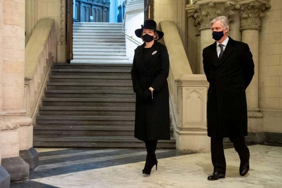 La reine Mathilde et le roi des Belges Philippe dans la crypte royale à Laeken, le 17 février 2021