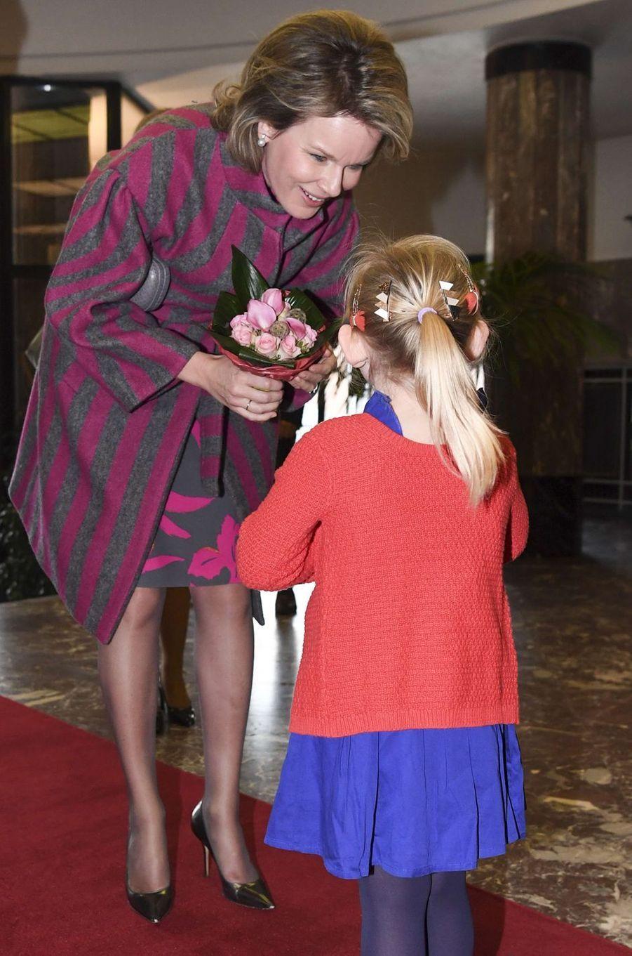 La reine Mathilde de Belgique arrive au Palais provincial de Mons, le 7 mars 2017