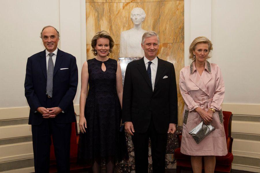 La reine Mathilde et le roi des Belges Philippe avec la princesse Astrid et le prince Lorenz à Bruxelles, le 11 novembre 2018