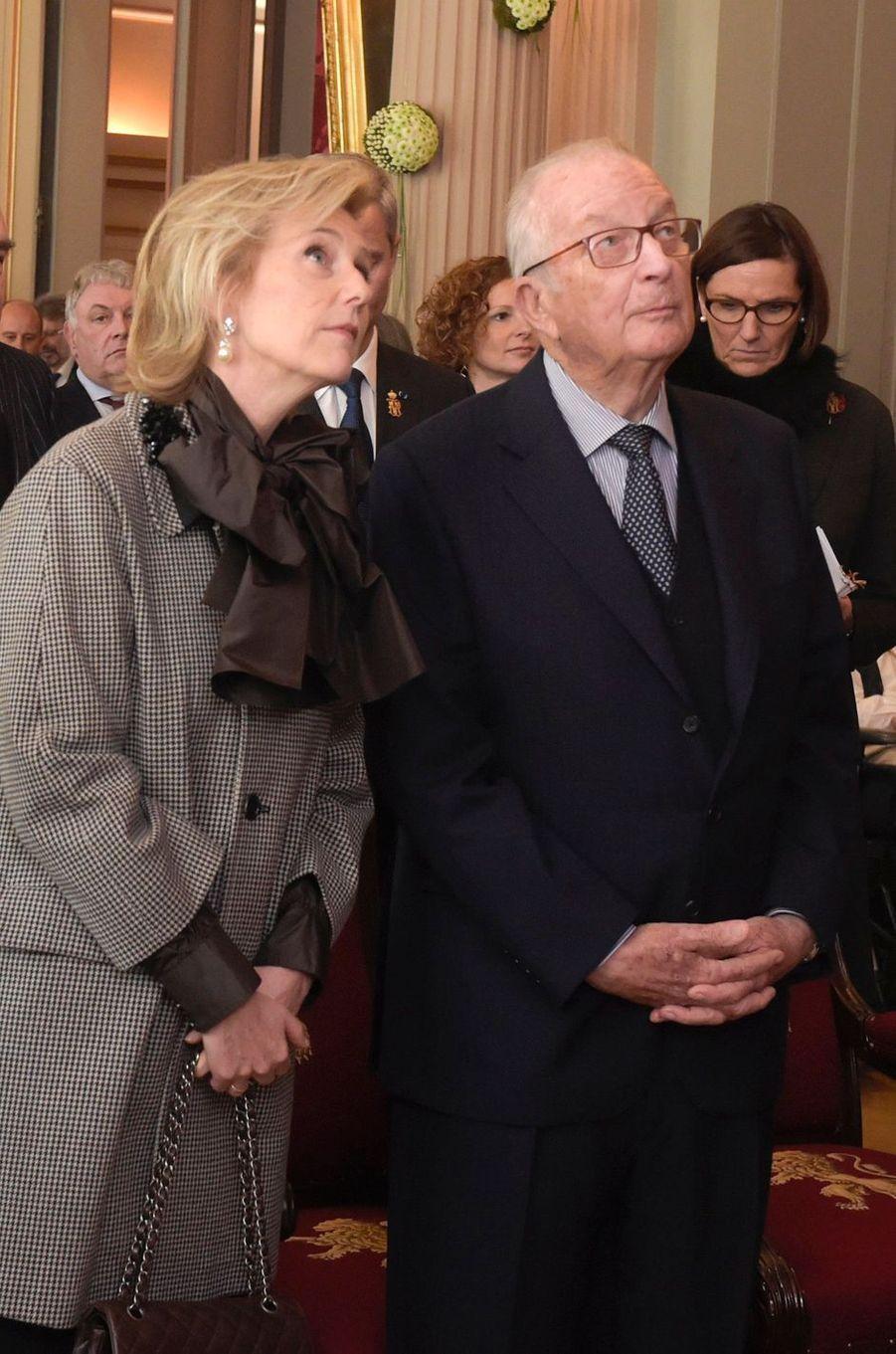 L'ancien roi des Belges Albert II, avec sa fille la princesse Astrid de Belgique, à Bruxelles le 15 novembre 2018