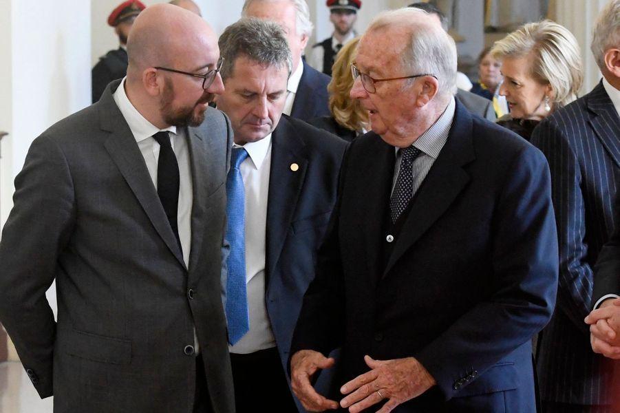 L'ancien roi des Belges Albert II avec le Premier ministre de Belgique, à Bruxelles le 15 novembre 2018