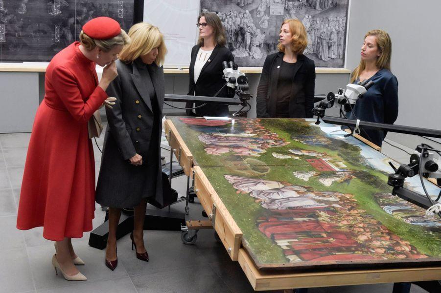 La reine Mathilde de Belgique avec Brigitte Macron, à Gant le 19 novembre 2018Ga