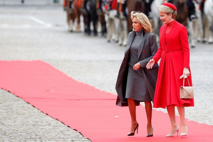 La reine Mathilde de Belgique avec Brigitte Macron, à Bruxelles le 19 novembre 2018