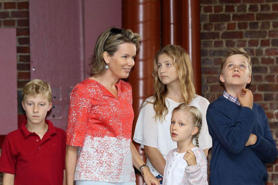 La reine Mathilde et ses quatre enfants à Bruxelles, le 18 septembre 2016