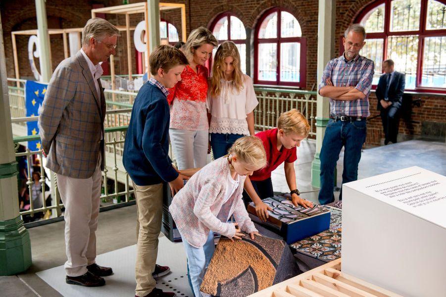 La reine Mathilde, le roi Philippe de Belgique et leurs enfants à Bruxelles, le 18 septembre 2016