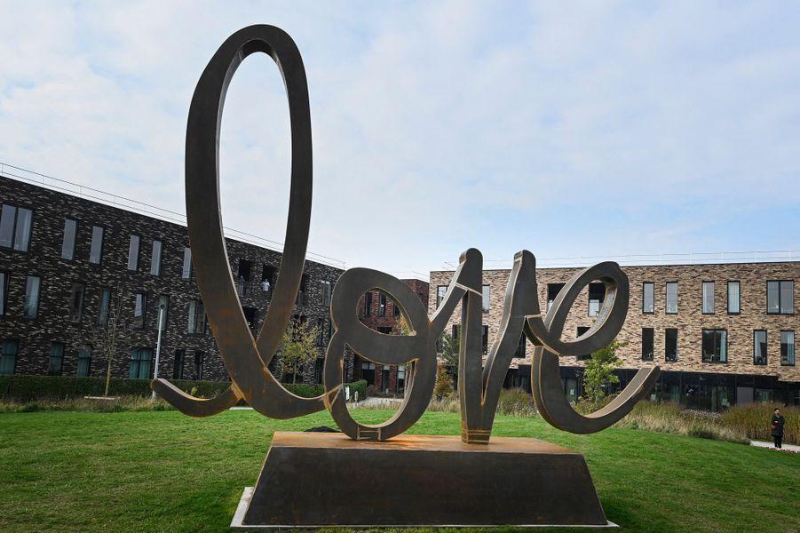 La sculpture monumentale de Delphine Boël à Saint-Nicolas (Sint-Niklaas), le 17 octobre 2020