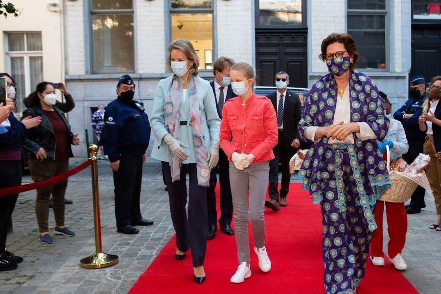 La reine des Belges Mathilde avec sa fille la princesse Eléonore de Belgique à Bruxelles, le 14 mai 2020