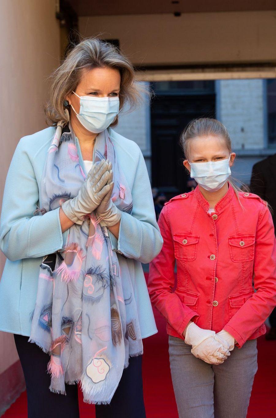 La reine des Belges Mathilde et sa fille la princesse Eléonore de Belgique à Bruxelles, le 14 mai 2020