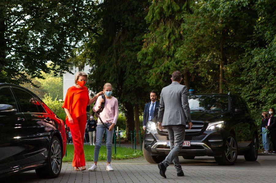 La princesse Eléonore de Belgique avec sa mère la reine des Belges Mathilde, le 1er septembre 2020 à Wezembeek-Oppem
