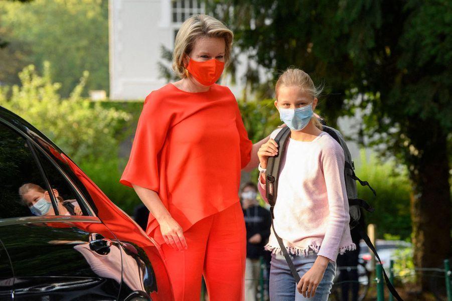 La princesse Eléonore de Belgique avec sa mère la reine des Belges Mathilde à Wezembeek-Oppem, le 1er septembre 2020