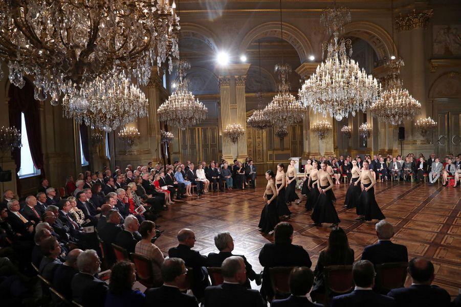 La princesse héritière Elisabeth de Belgique avec sa famille lors de la cérémonie de ses 18 ans à Bruxelles, le 25 octobre 2019