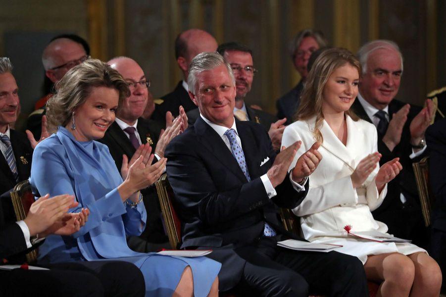 La princesse Elisabeth de Belgique avec son père le roi des Belges Philippe et sa mère la reine Mathilde à Bruxelles, le 25 octobre 2019