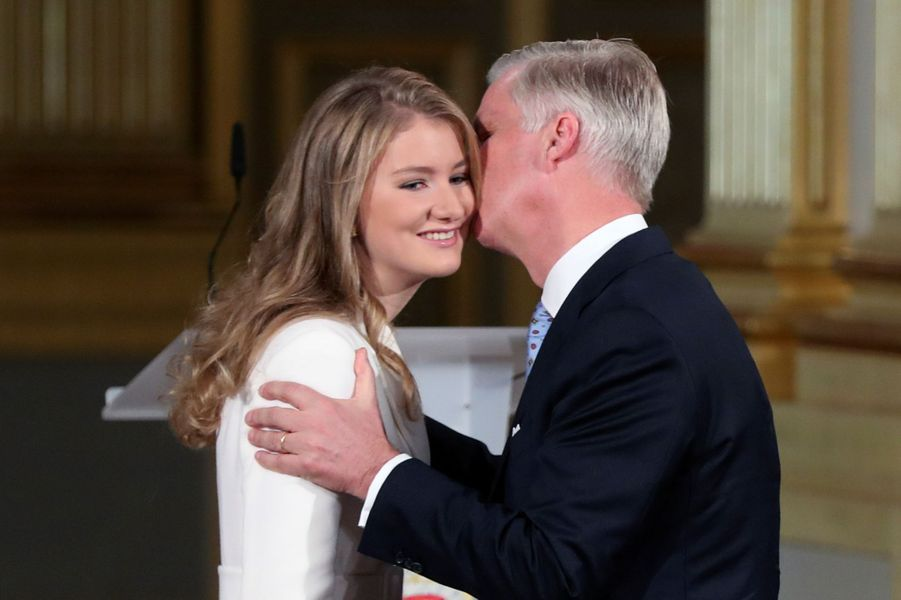 La princesse Elisabeth de Belgique avec son père le roi des Belges Philippe à Bruxelles, le 25 octobre 2019