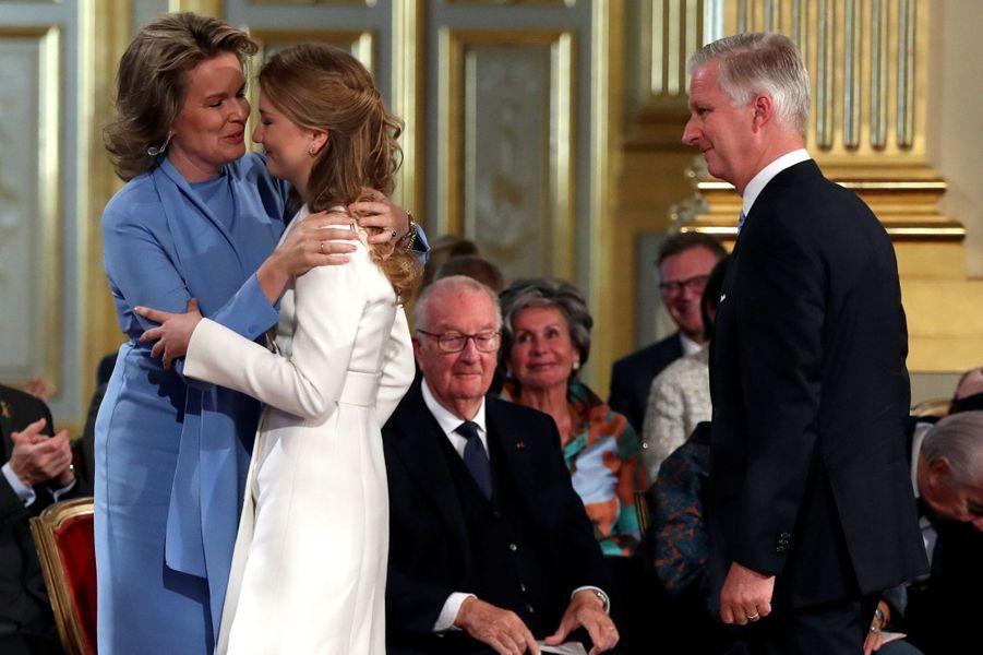 La princesse Elisabeth de Belgique avec ses parents à Bruxelles, le 25 octobre 2019