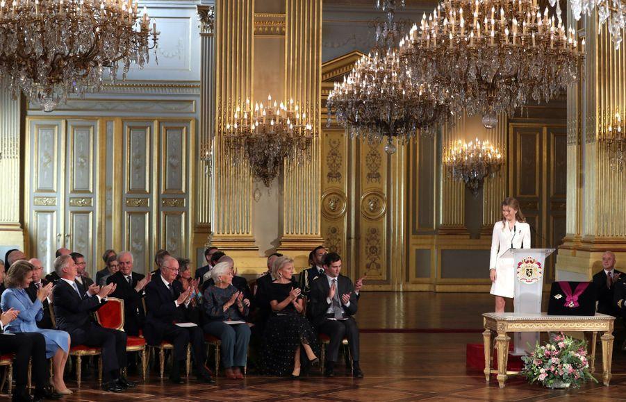 La princesse Elisabeth de Belgique avec sa famille lors de la cérémonie de ses 18 ans à Bruxelles, le 25 octobre 2019