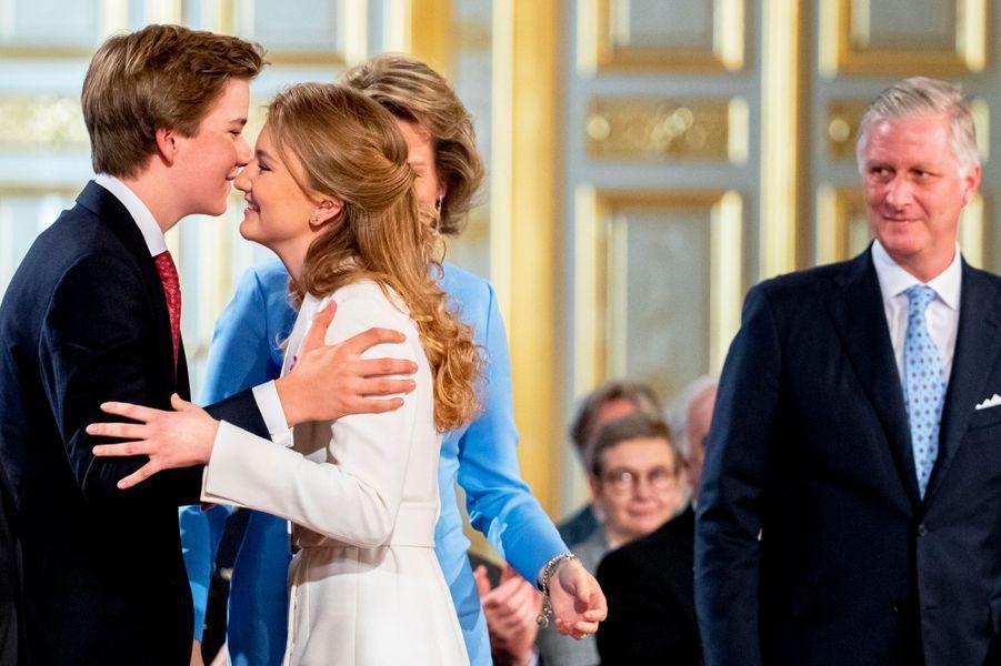 La princesse Elisabeth de Belgique avec le roi des Belges Philippe et le prince Gabriel à Bruxelles, le 25 octobre 2019