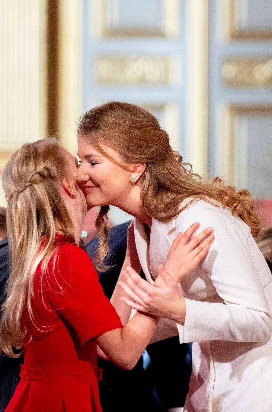 La princesse Elisabeth de Belgique avec sa petite soeur la princesse Eléonore à Bruxelles, le 25 octobre 2019