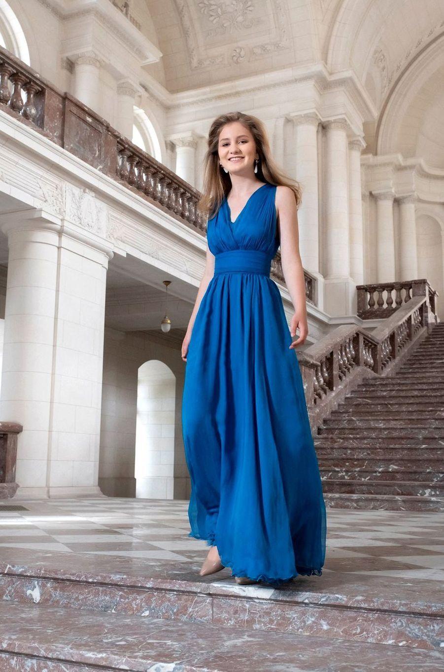 La princesse Elisabeth de Belgique sur l'une des photos officielles de ses 18 ans, prise à l'été 2019