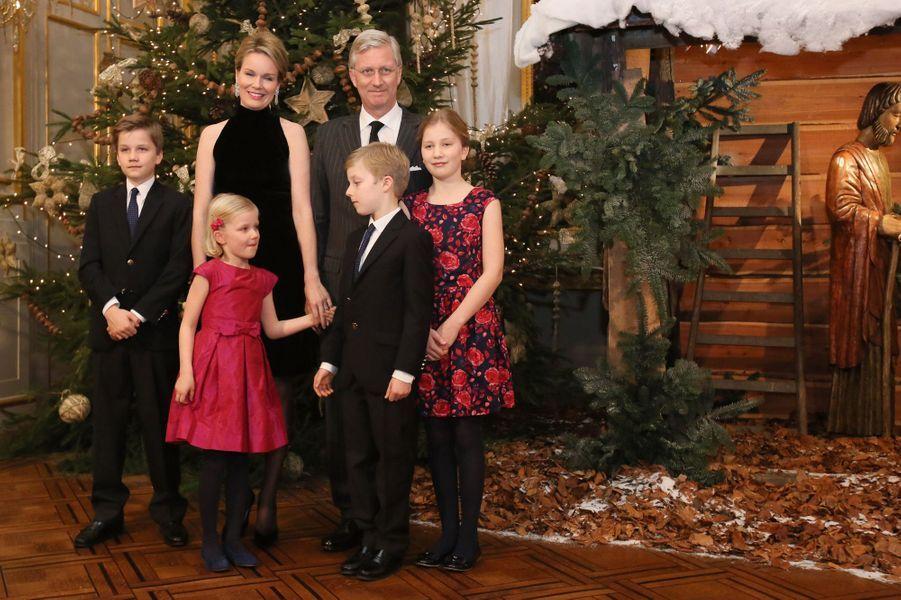 La princesse Elisabeth de Belgique avec ses parents, ses frères et sa soeur, le 17 décembre 2014