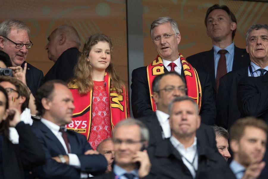 La princesse Elisabeth de Belgique avec son père, le 1er juillet 2016