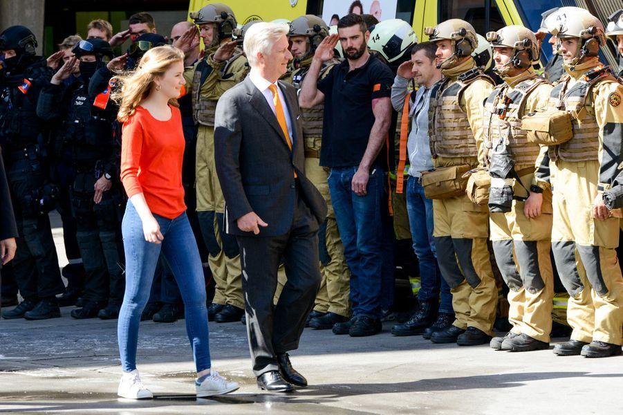 La princesse Elisabeth de Belgique et son père le roi des Belges Philippe à Bruxelles, le 26 avril 2019