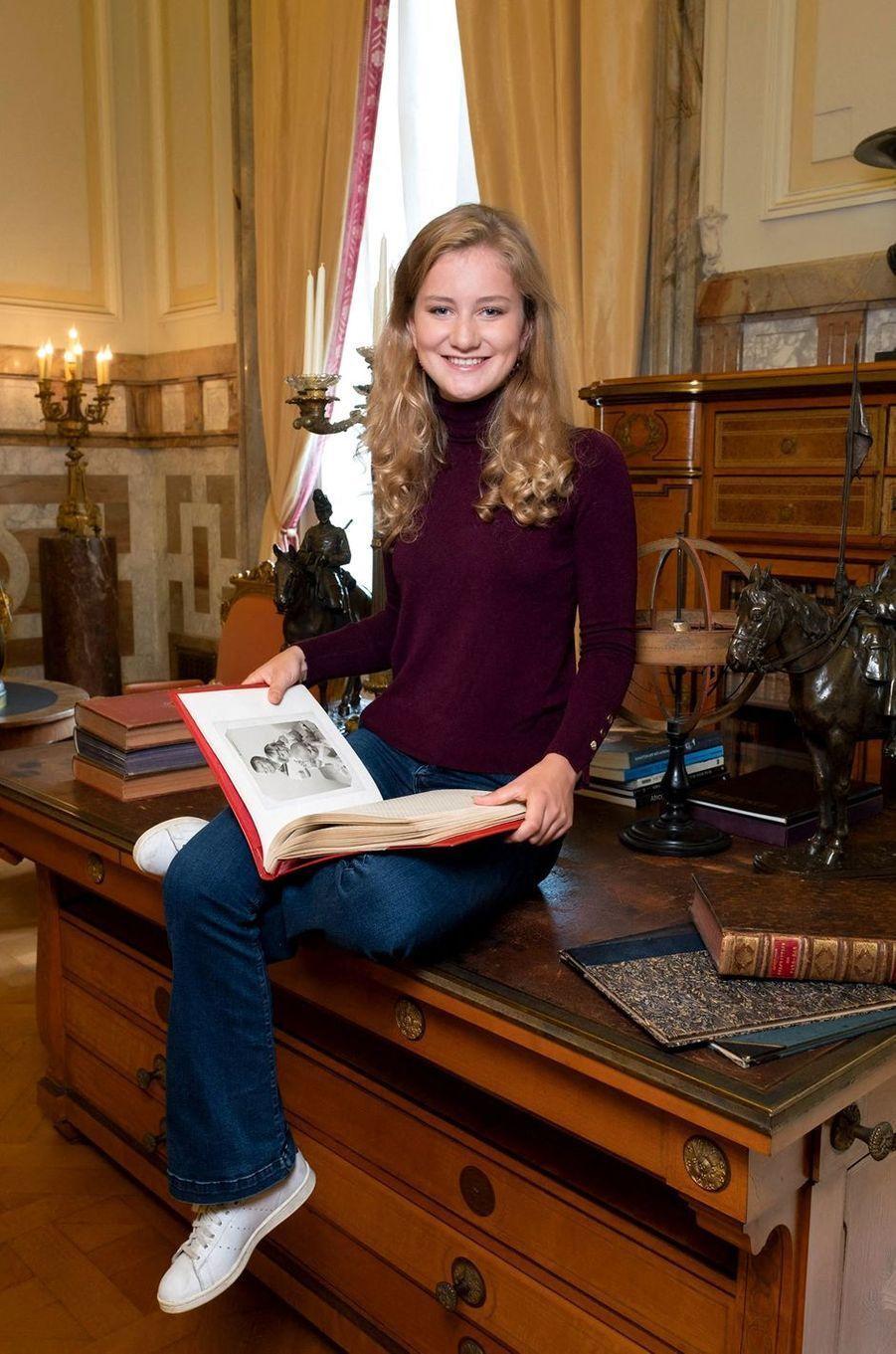 Portrait officiel de la princesse héritière Elisabeth de Belgique dévoilé le 23 octobre 2019, deux jours avant ses 18 ans