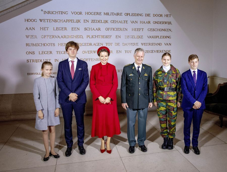 La princesse héritière Elisabeth de Belgique avec ses parents, ses frères et sa soeur à Bruxelles, le 8 octobre 2020