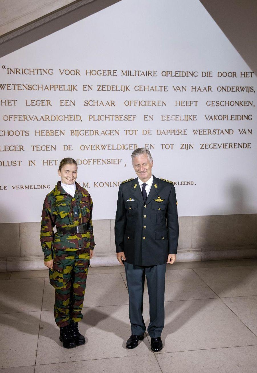 La princesse héritière Elisabeth de Belgique avec son père le roi des Belges Philippe à Bruxelles, le 8 octobre 2020
