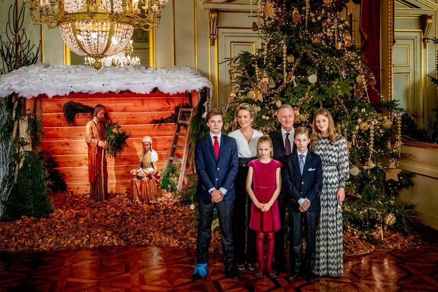 La reine Mathilde et le roi des Belges Philippe avec leurs enfants à Bruxelles, le 19 décembre 2018