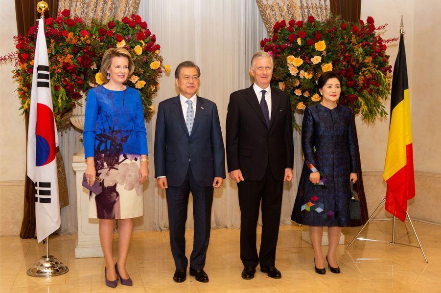 La reine Mathilde et le roi des Belges Philippe avec le couple présidentiel sud-coréen à Séoul, le 27 mars 2019