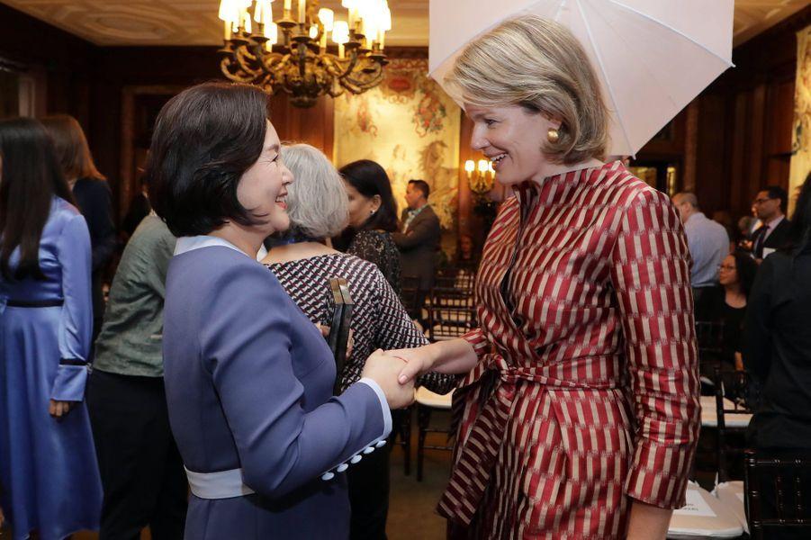 La reine des Belges Mathilde avec la femme du président sud-coréen à New York, le 24 septembre 2019