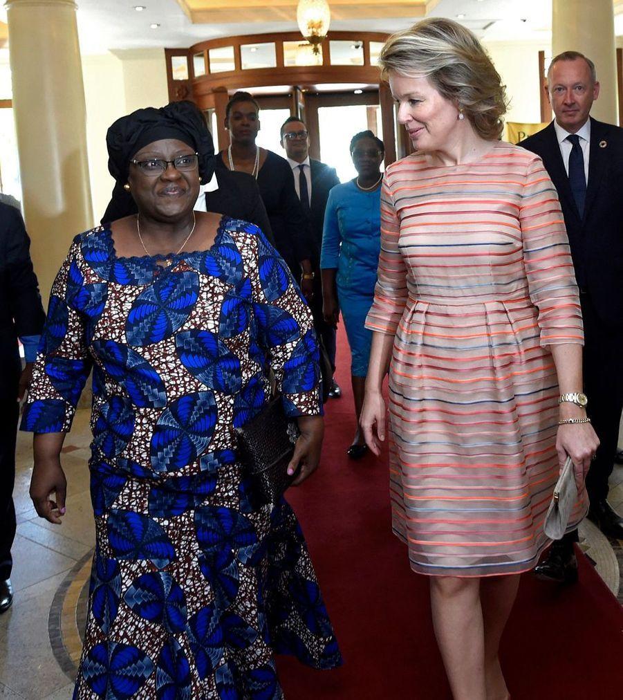 La reine des Belges Mathilde avec Isaura Nyusi, l'épouse du président de la République du Mozambique, à Maputo le 6 février 2019