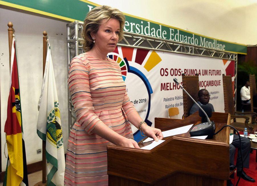 La reine des Belges Mathilde à l'université Eduardo Mondlane à Maputo le 6 février 2019