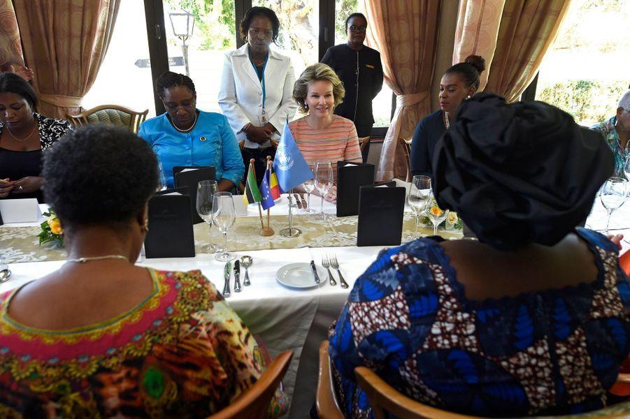 La reine des Belges Mathilde avec Isaura Nyusi, la Première dame du Mozambique, à Maputo le 6 février 2019