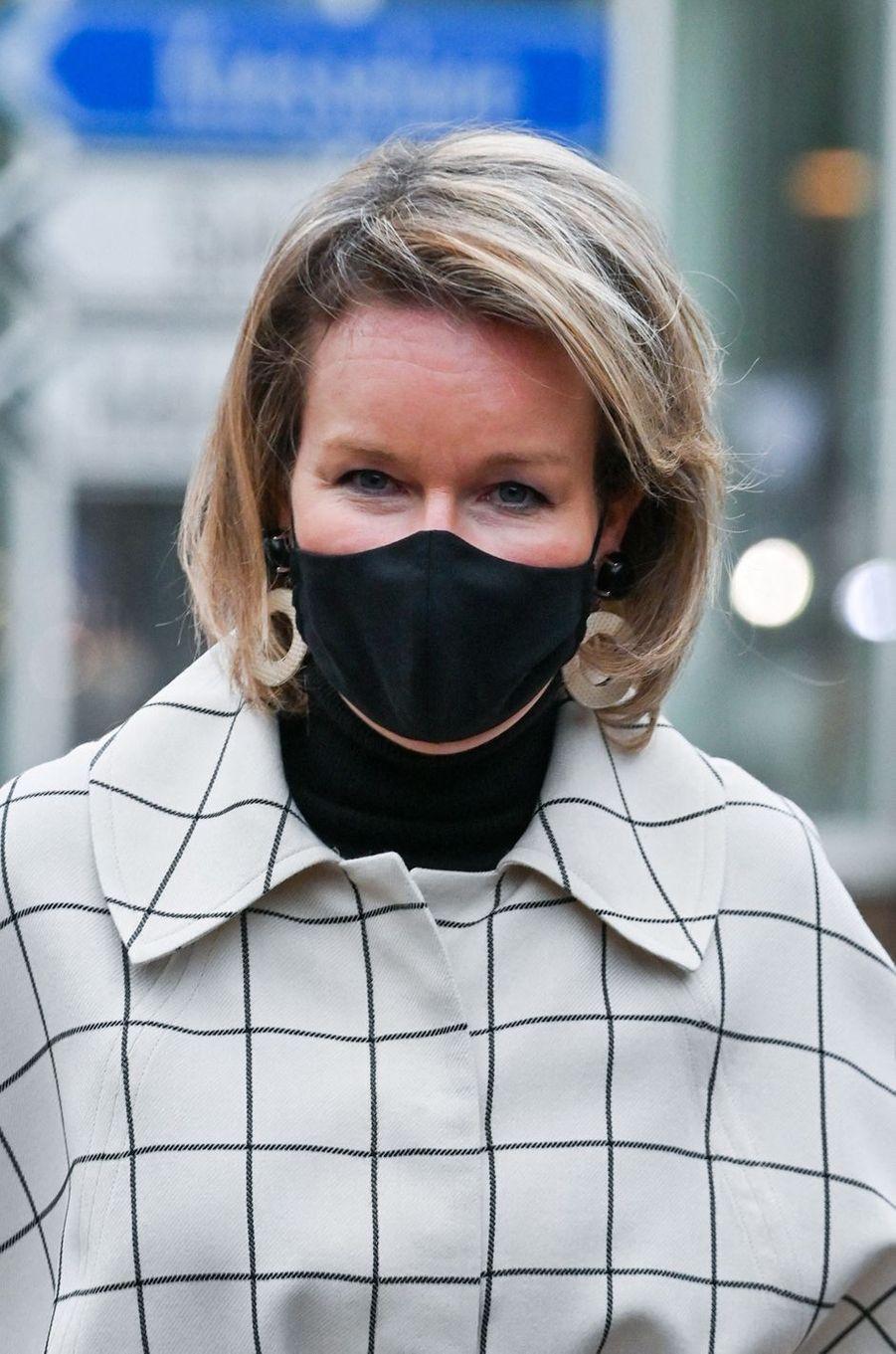 La reine des Belges Mathilde masquée à Beernem, le 3 décembre 2020