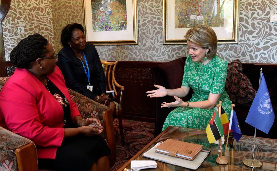 La reine des Belges Mathilde à Maputo avec la ministre du Genre, de l'Enfance et des Affaires sociales du Mozambique, le 4 février 2019