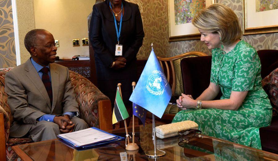 La reine des Belges Mathilde à Maputo avec le ministre des Finances et de l'Economie du Mozambique, le 4 février 2019